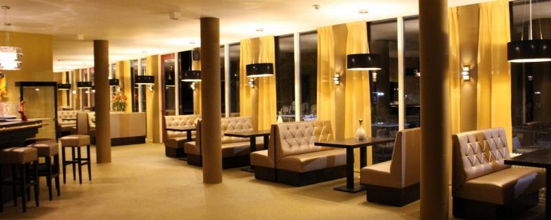 Horeca lounge en diner banken op maat horeca interieur meubilair - Inrichting van een lounge in lengte ...